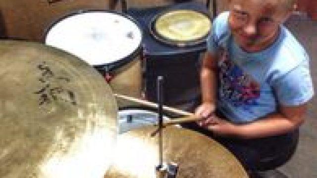 Уроки игры на барабанах в Центре искусств Артис
