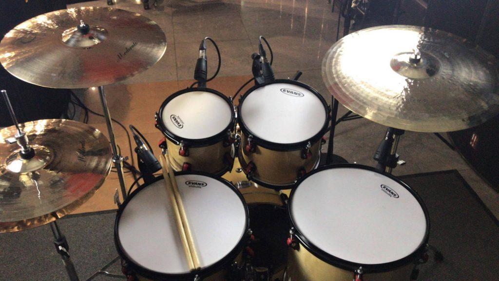 Обзор барабанной установки в Свет и Музыка