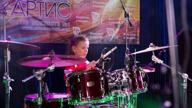 И сильные супергерои, и волшебные принцессы — все играют на барабанах