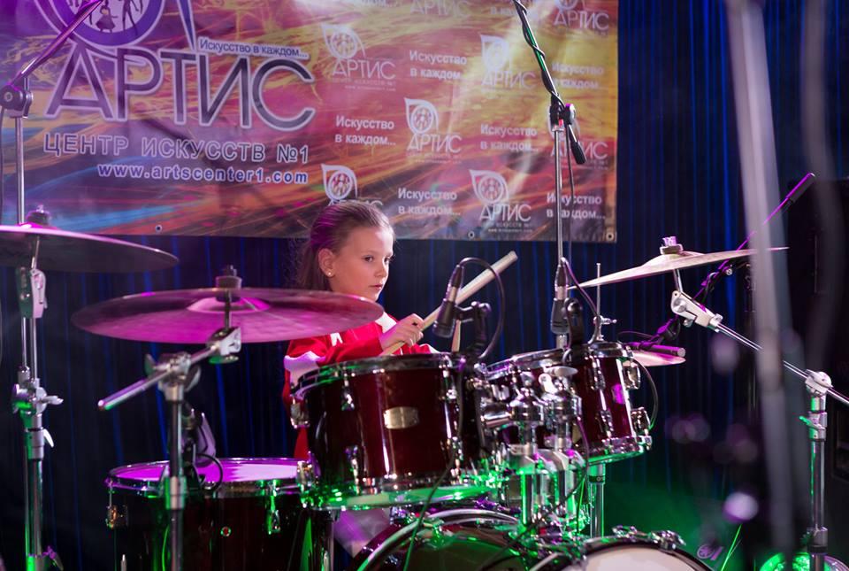И сильные супергерои, и волшебные принцессы - все играют на барабанах