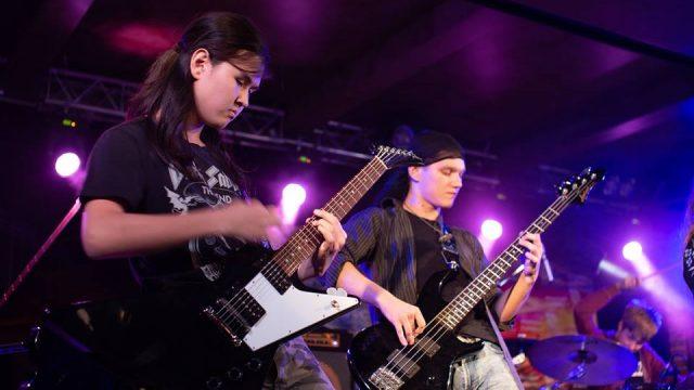 Учимся играть на бас гитаре — Центр искусств Артис