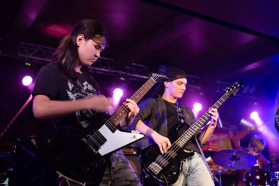 Уроки игры на бас гитаре - центр искусств Артис