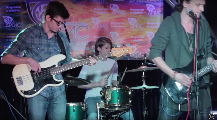 Уроки игры на бас-гитаре в Москве