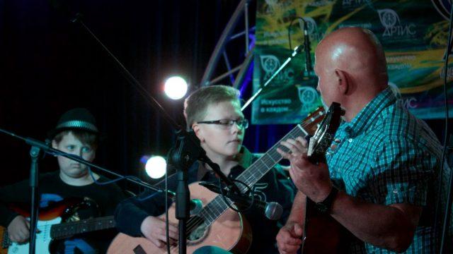 Уроки игры на гитаре с Дмитрием Лапшиным