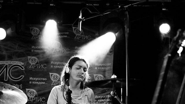 Татьяна Привалова — игра на ударных в клубе Алексея Козлова