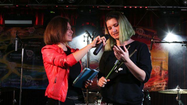 Дарья Чернова и ее игра на ударных в клубе Алексея Козлова