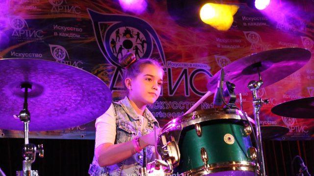 Выступление Ксении Хотеевой — класс игры на ударных