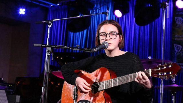 Уроки гитары — ученица Дарья Плетюшкина