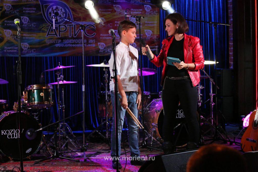 Ученик класса игры на ударных - Андрей Ароев