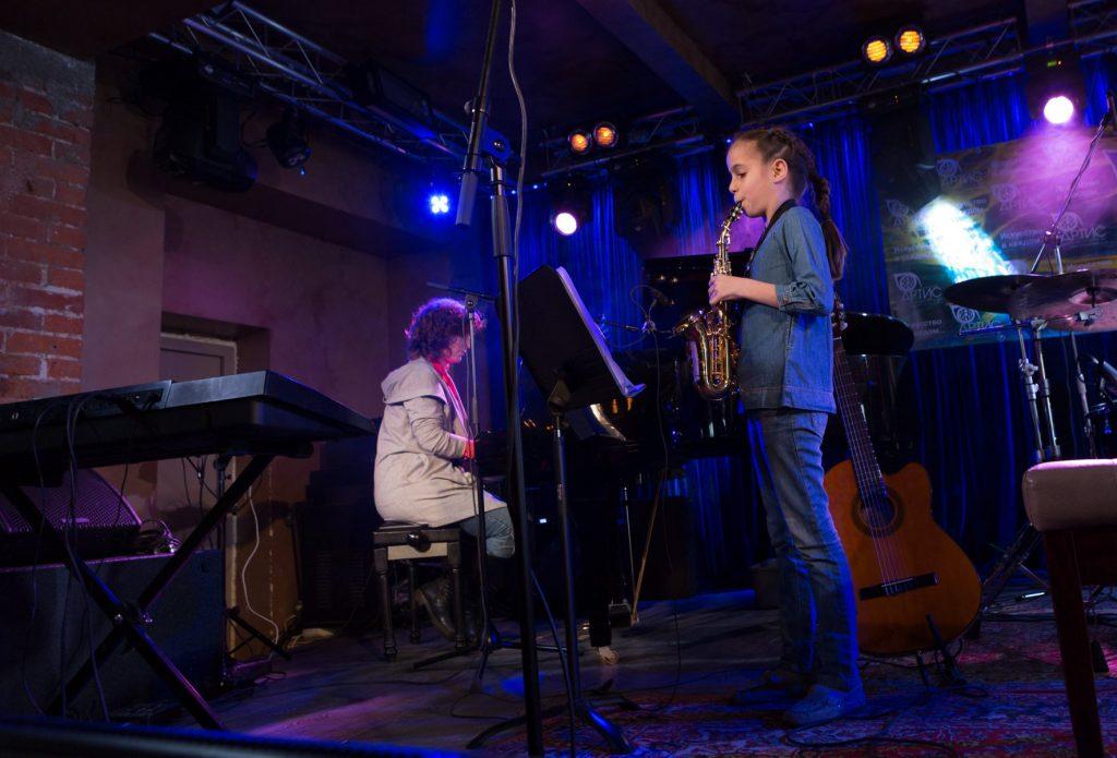 Игра на саксофоне - уроки в Центре искусств Артис