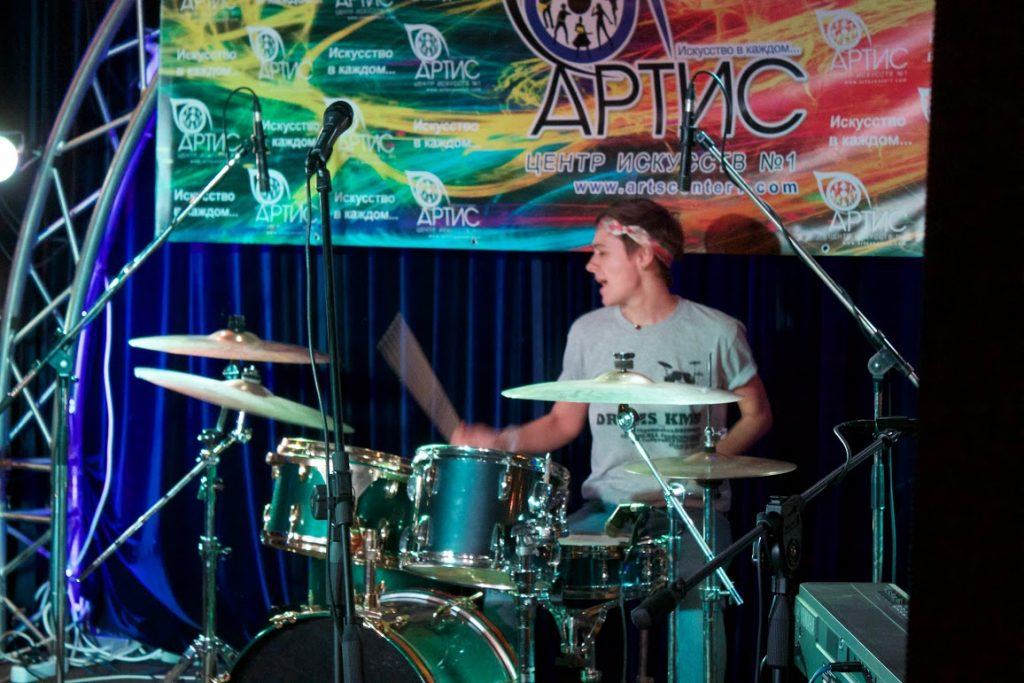 Обучение игре на барабанах онлайн в центре искусств №1 АРТИС