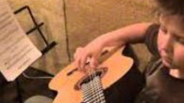 Уроки игры на гитаре (архивное видео)