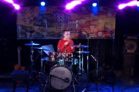 ученица на барабанах после 3 месяцев занятий
